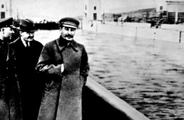 ....and the edited photo after Stalin had Yeznov executed. Good times!